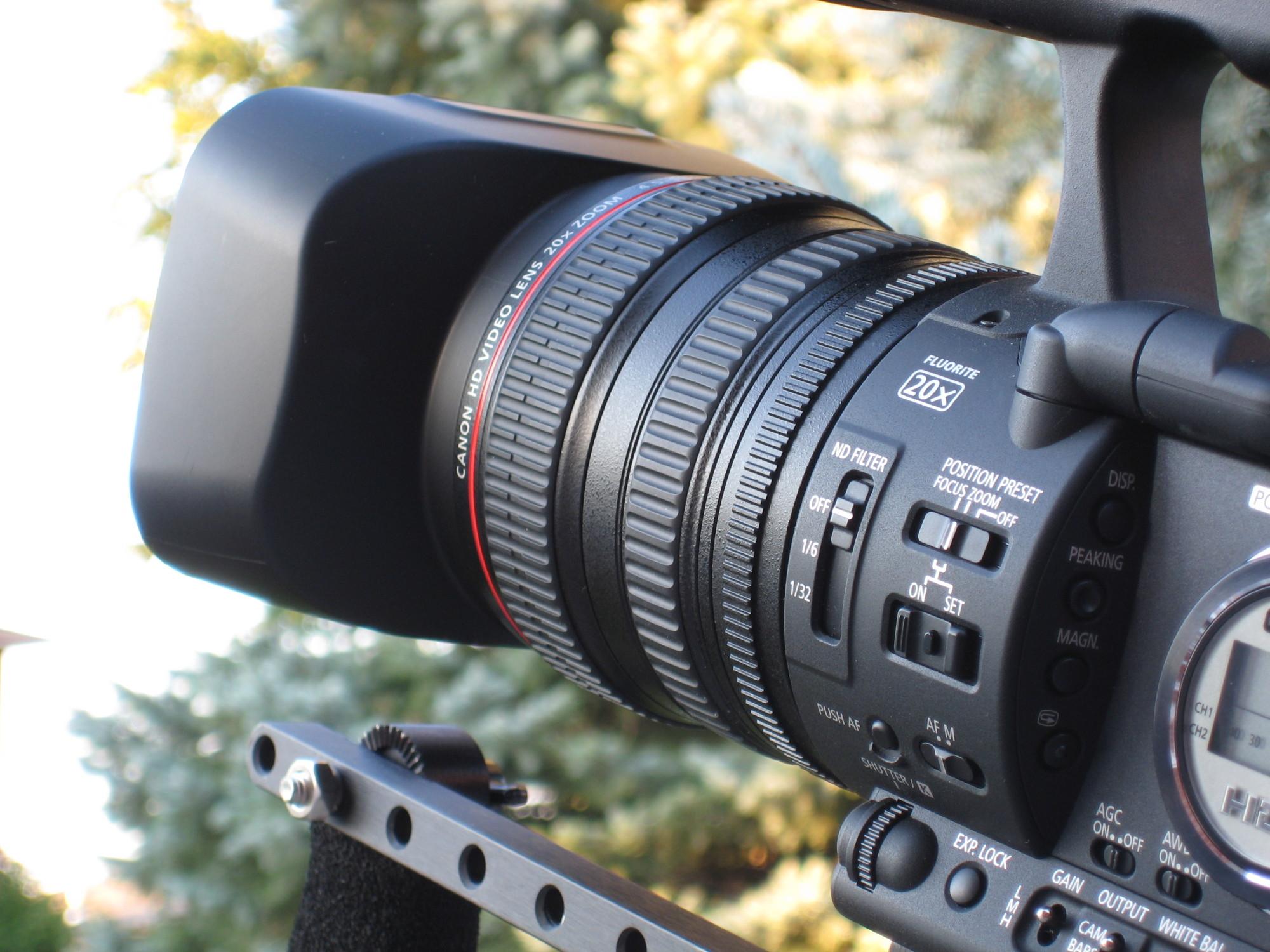 Canon_XH-A1_optics_closeup_72mmlense_and_rings